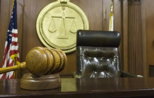 judges-bench-gavel